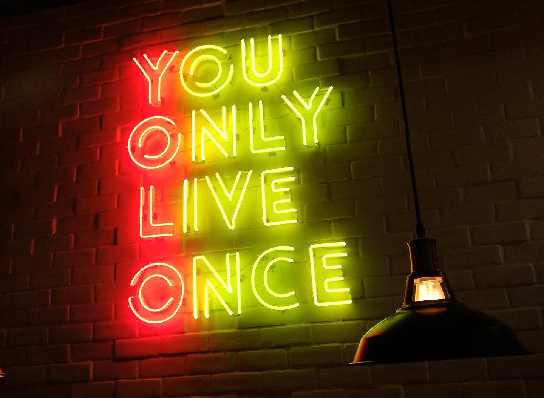 Tijd maken voor jezelf, lees hier over me-time, yolo en andere onzin.